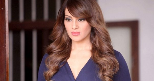 Spicy bengali beauty Bipasha Basu hot Pics from Bollywood
