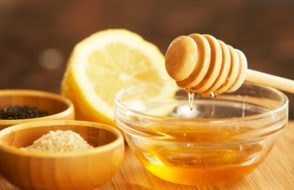 Benefits of Honey on Skin to remove Pimples and Acne Scars