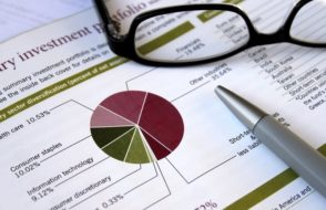 The Advantages and Disadvantages of Investing in Mutual Funds