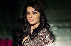 Sizzling Bollywood actress Aishwarya Rai Cleavages